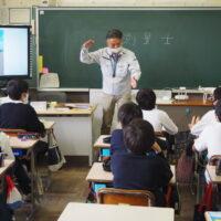 唐崎小学校での講義2